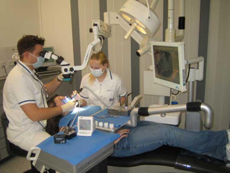 Endodontische Behandlung in der Zahnklinik Altötting
